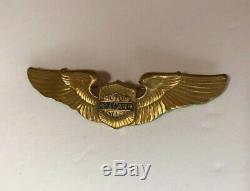 Chapeau De Moto Rare Curved Vintage Des Années 40 En Or Harley Davidson Wings Pin Bar Shield