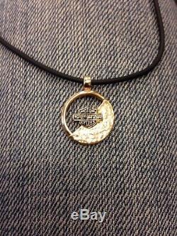 Harley-davidson Stamper Jewelry Barre Et Bouclier En Or 10k Sur Collier En Caoutchouc Noir