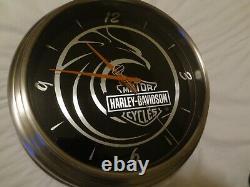 Rare-harley Davidson Grande Bulova Bar & Shield Logo Battery Op Horloge Murale