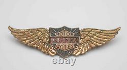 Vintage Des Années 1930 Harley Davidson Motor Cycles Winged Bar Shield Éameled Brass Pin